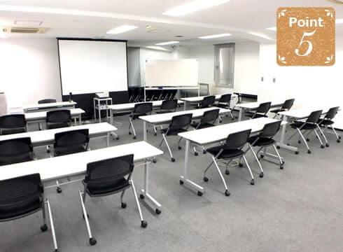 知恵の場オフィスの会議室写真